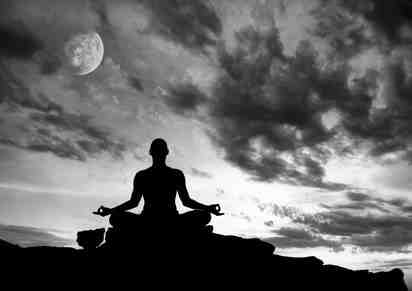 Postura de silueta de meditación yoga